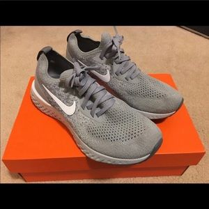 Nike Woman's Epic Flyknit Gray